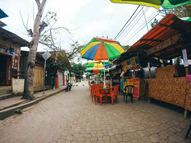 The row of breakfast stalls in Montañita