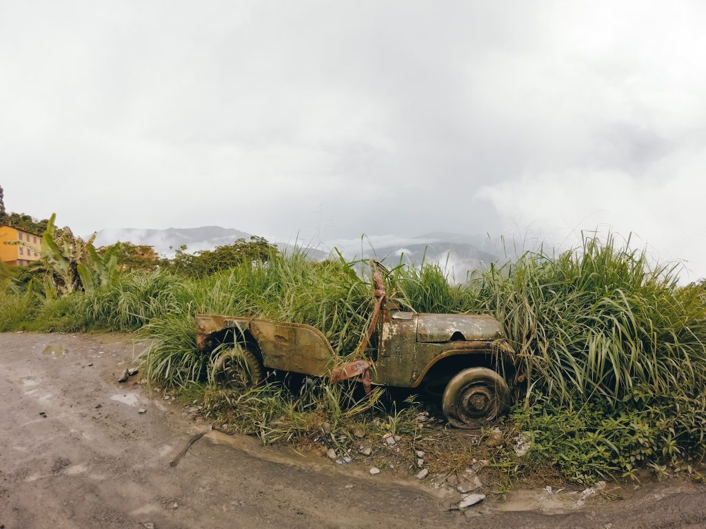 An old car on the road to the Coroico Cascadas